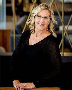 Lynette Arrasmith headshot